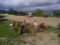 En la finca Canturias limpiando las bicis